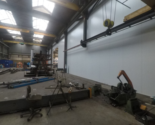 Industriewand in bedrijfshal